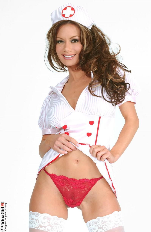 Развратная медсестра с силиконовыми сиськами