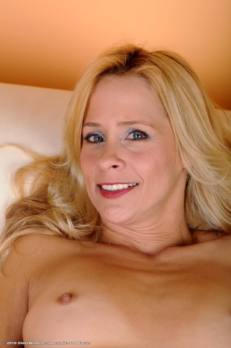 Блонда и её розовая киска