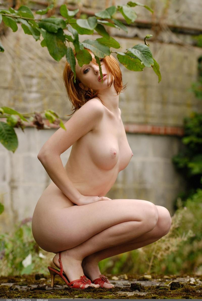 Застенчивая сучка с красивой грудью