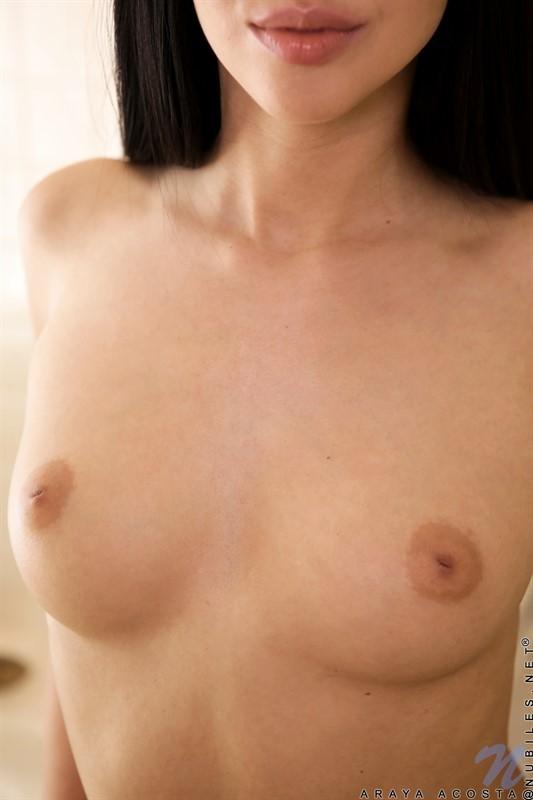 Восточная красавица с голыми сиськами