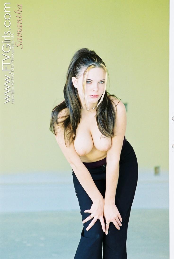 Сексуальная девушка с красивой грудью