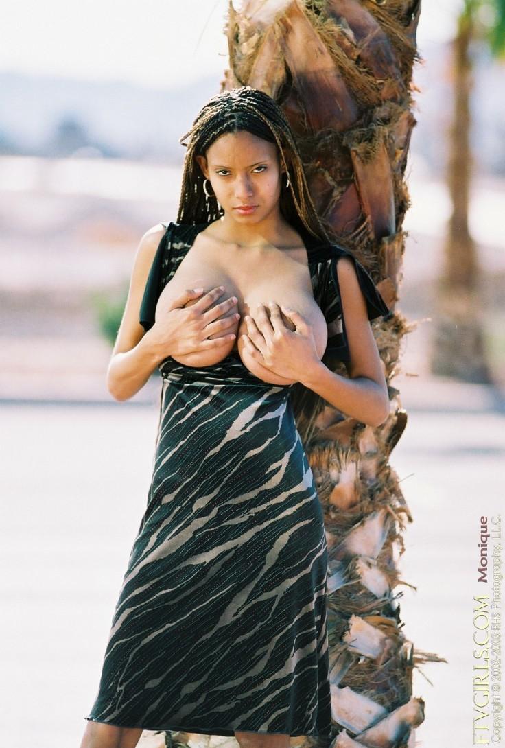 Бразильянка с огромными дойками
