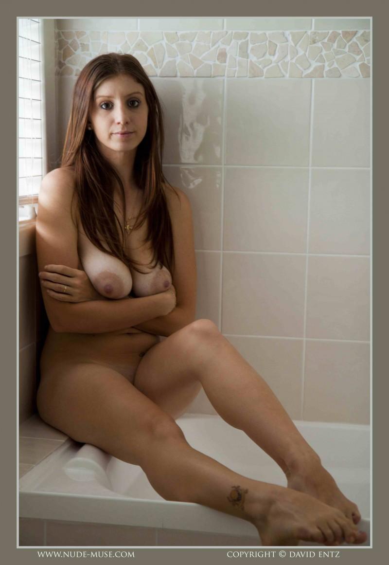 Большие натуральные сиськи в ванной