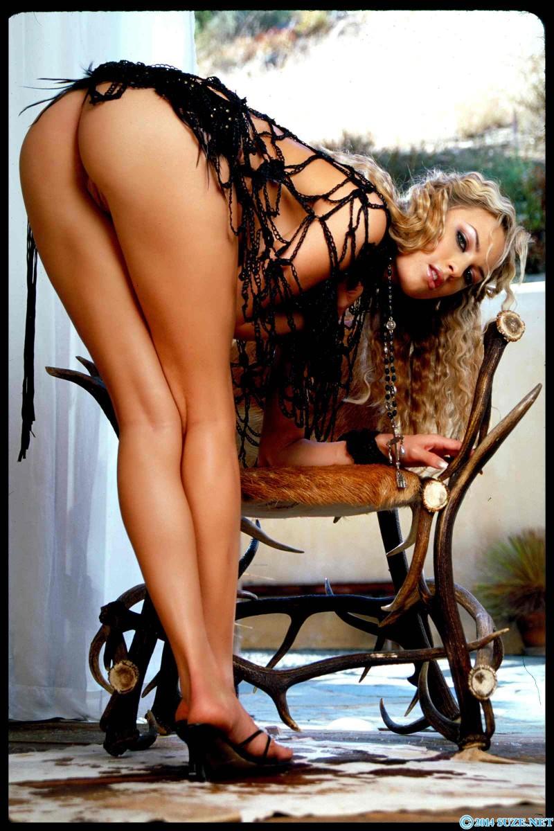 Красивая попка стройной блонды