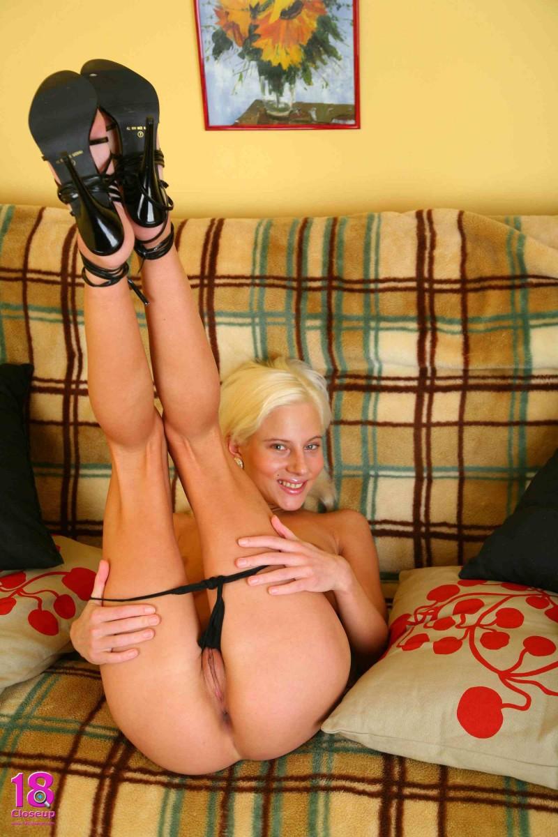 Грудастая блондинка