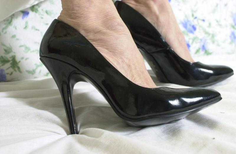 Сексуальная леди с красивыми ножками