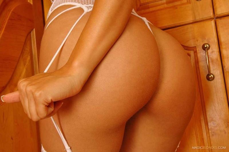 Сексуальная попка в белых чулках