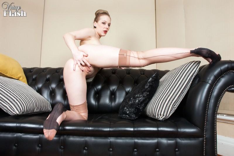 Сексуальная женщина с мокрой киской