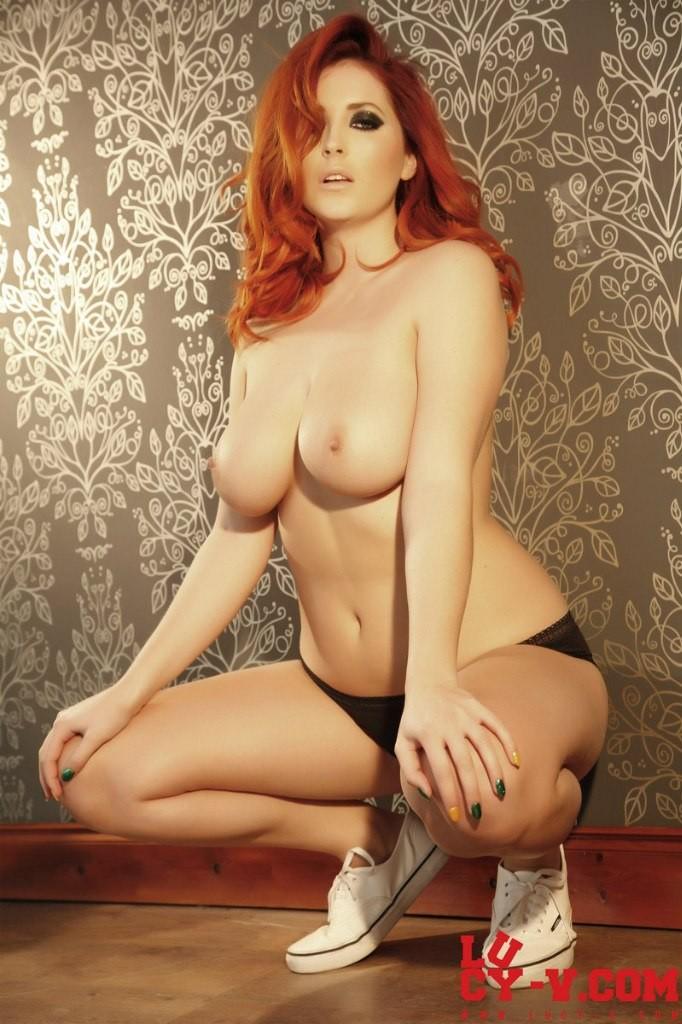 Сексуальная девушка с возбужденными дойками