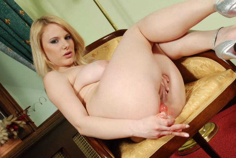 Шикарная жопа голой блондинки