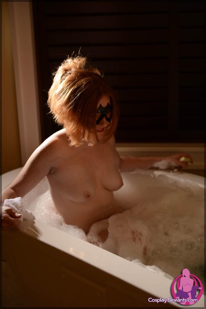 Красивая блядь в ванной