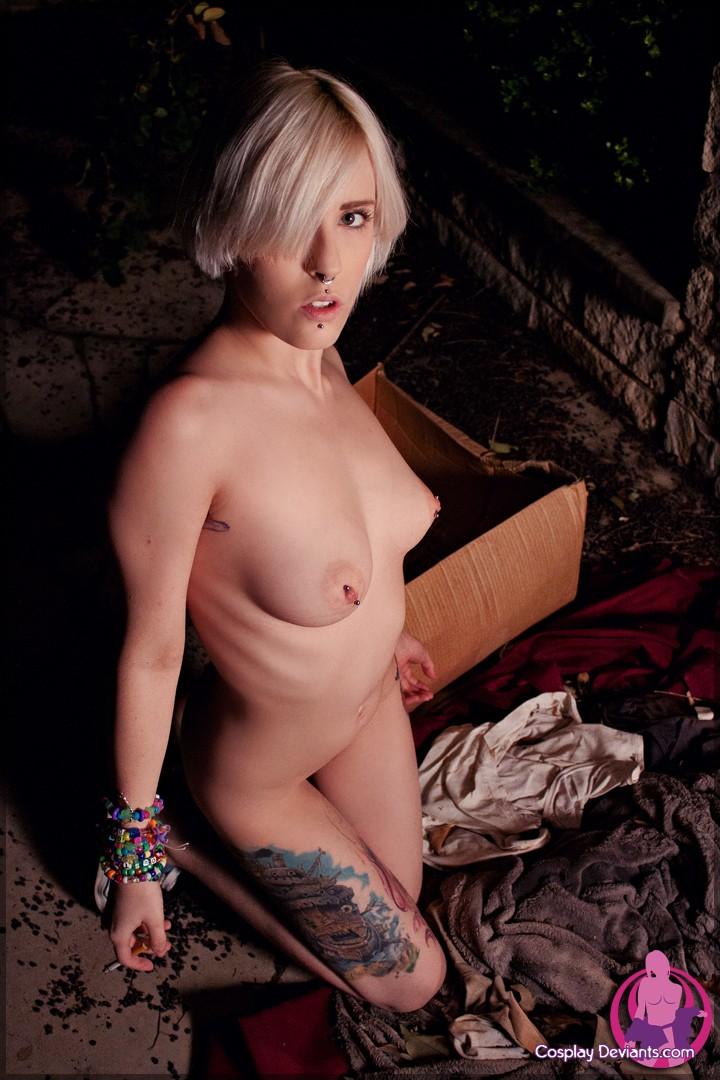 Развратная блонда с красивыми сиськами