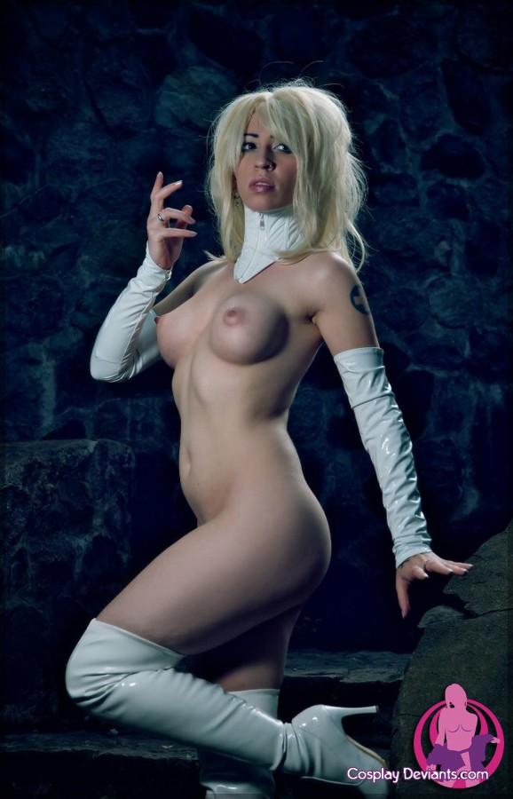 Страстная блондинка с красивыми сиськами