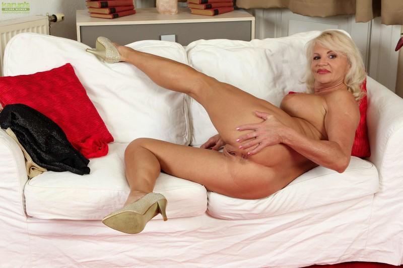 Домашний фото сет голой блондинки