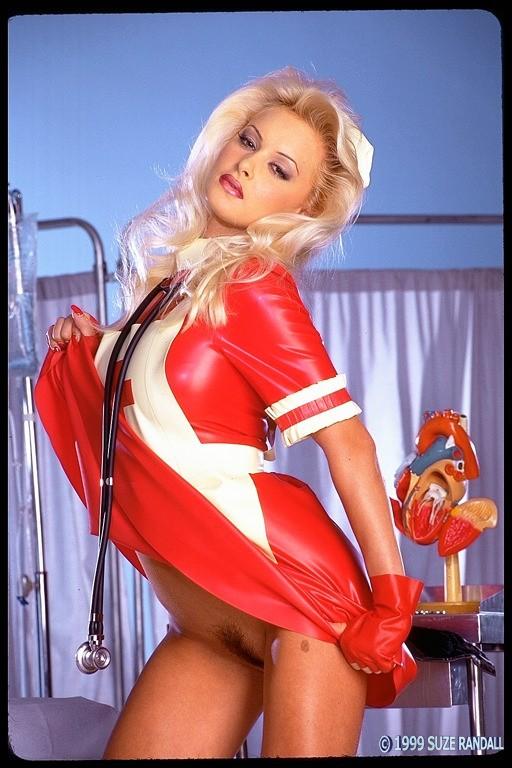 Голая медсестра с красивой попкой