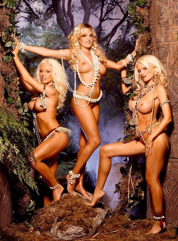 Трио голых блондинок с красивыми попками