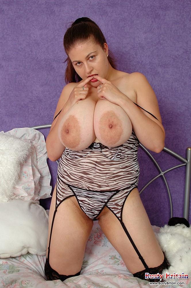 Сексуальная женщина показала большие сиськи