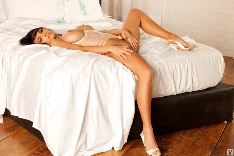 Сексуальная девушка в трусиках