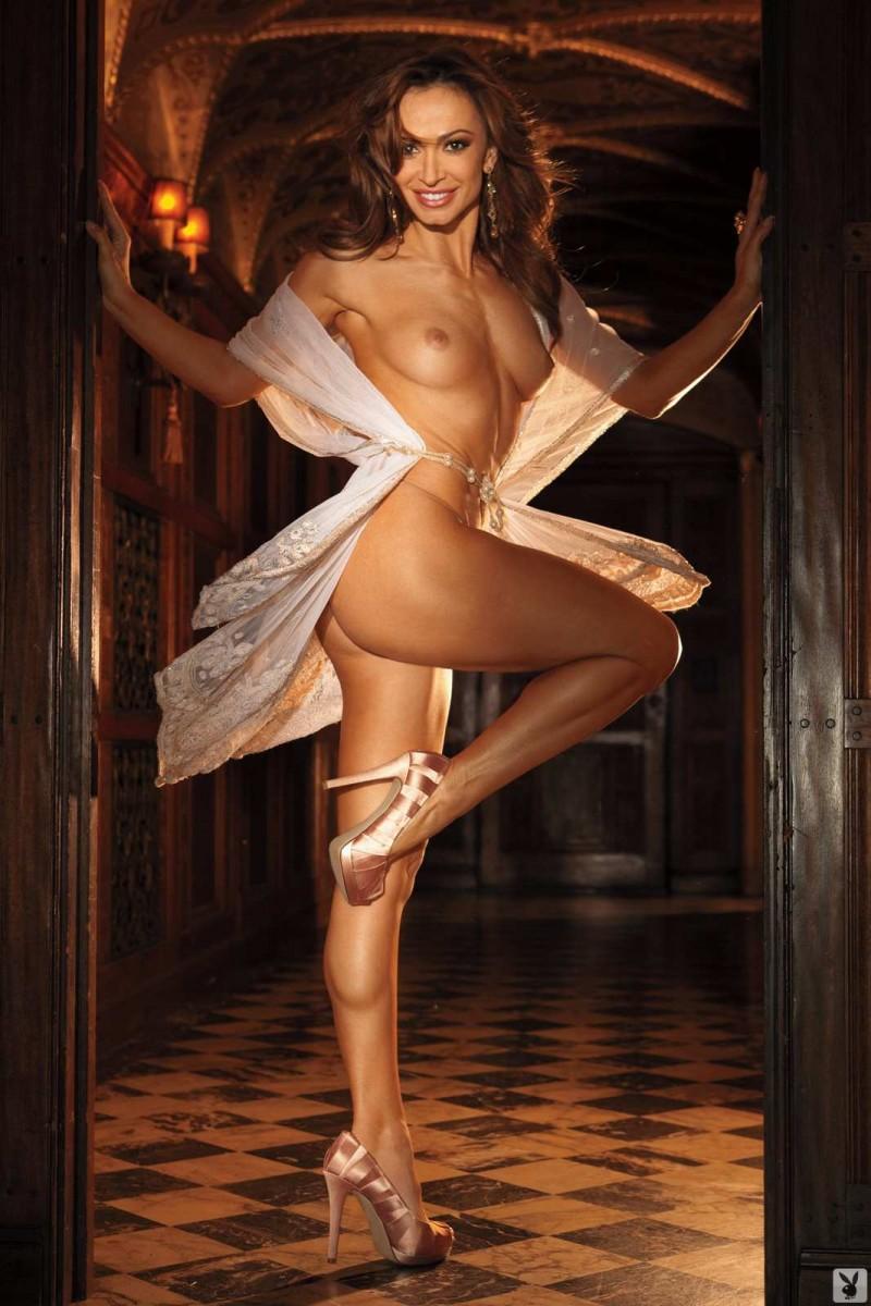 Шикарная сучка с красивой пиздой