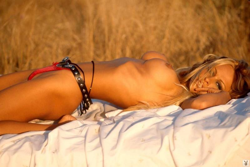 Шикарная сиськастая дама голышом