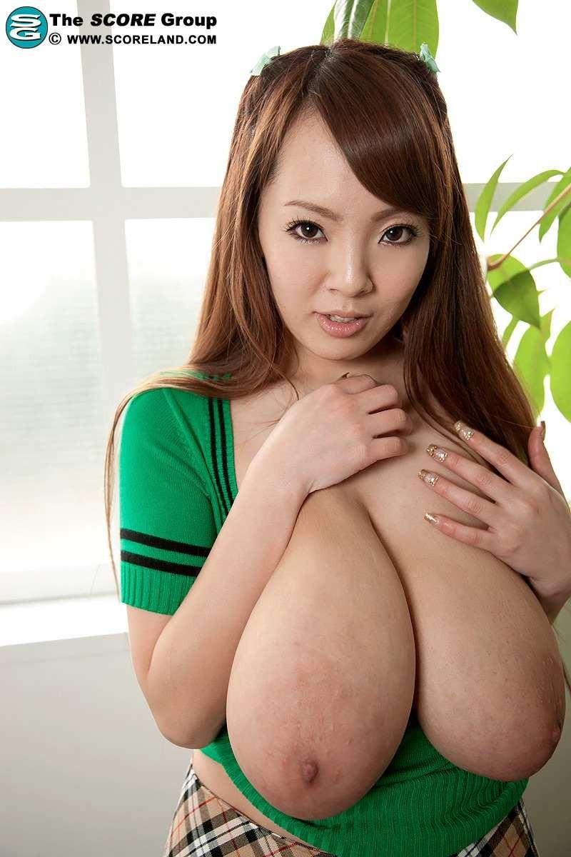 Голая японка с большими сиськами