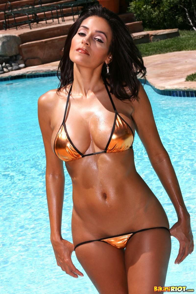 Сексуальная девушка с красивым телом