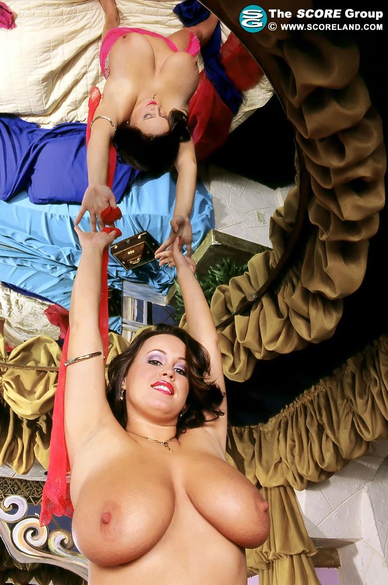 Сочная мадам с огромными сиськами