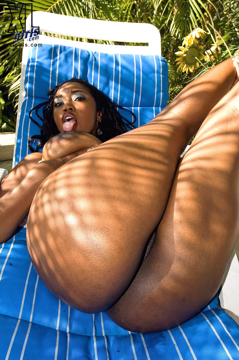 Голая негритянка с большой жопой