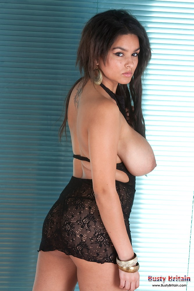 Красивая женщина с большими сосками