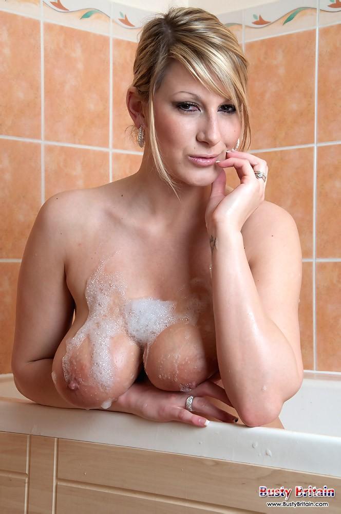 Знойная голая леди в душе