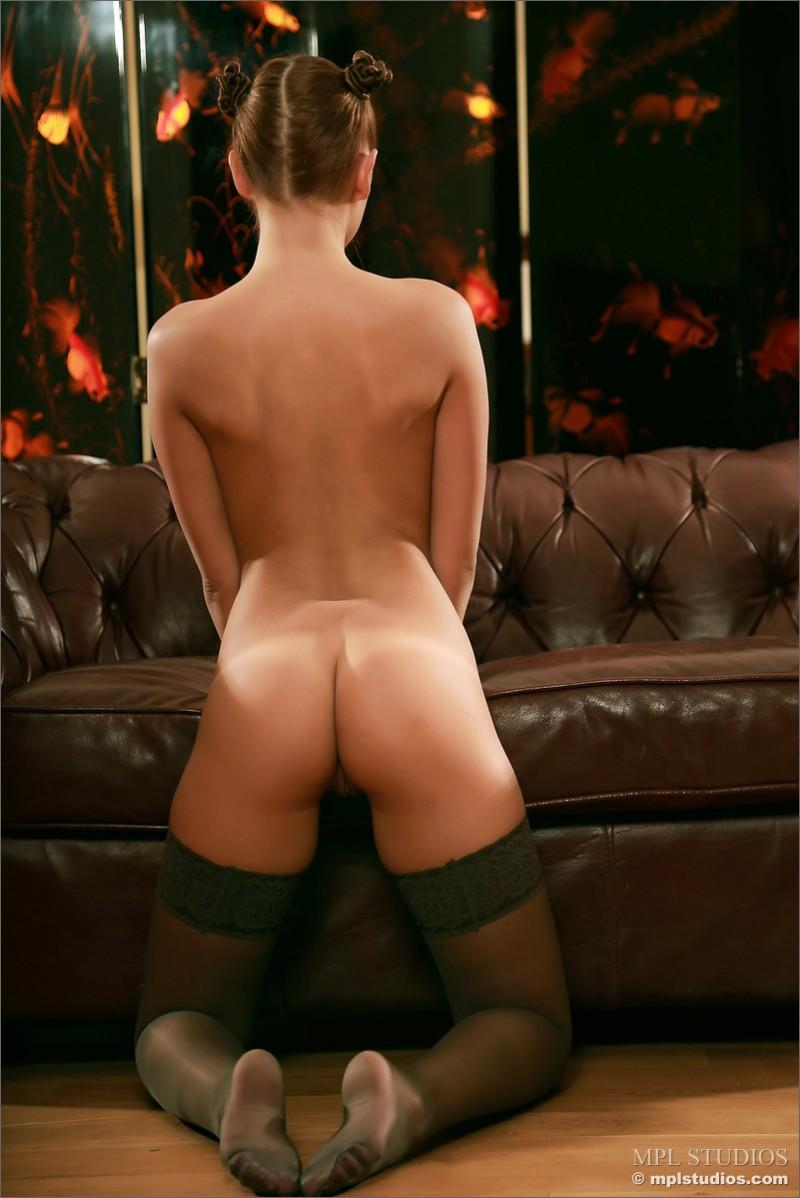 Шикарная задница стройной брюнетки