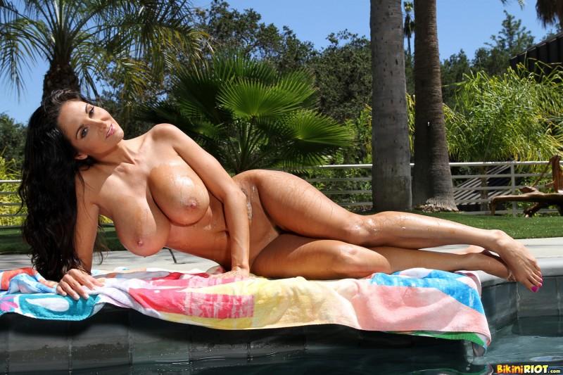 Фото микро бикини на зрелой тетке