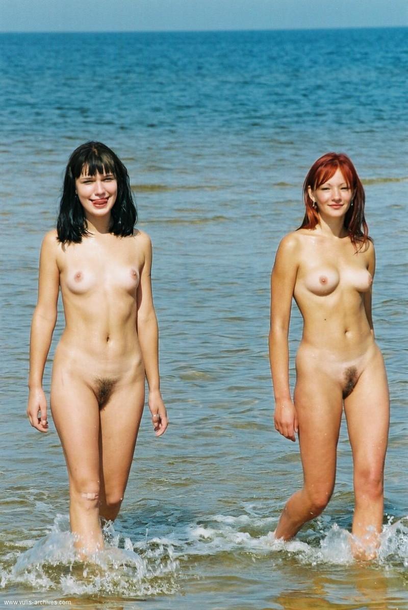 Фото голых нудистов с маленькими сиськами