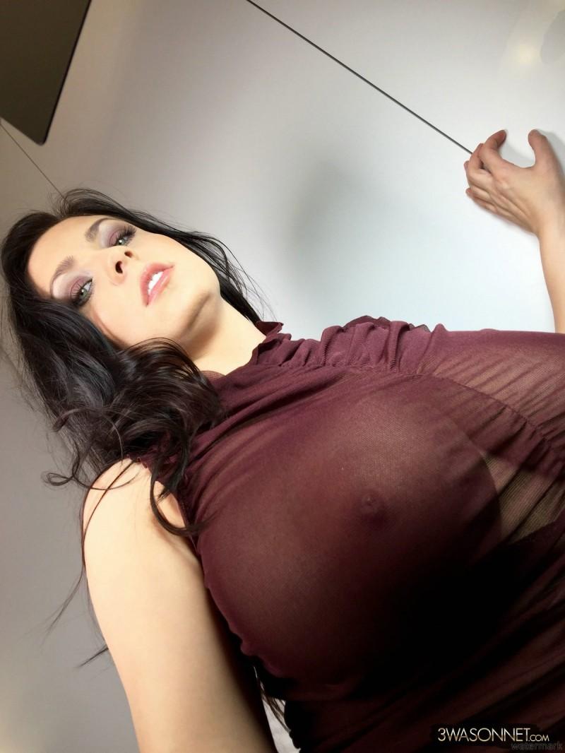 Огромные титьки под блузкой
