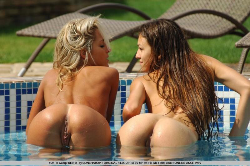 Две сочные телки с красивым телом