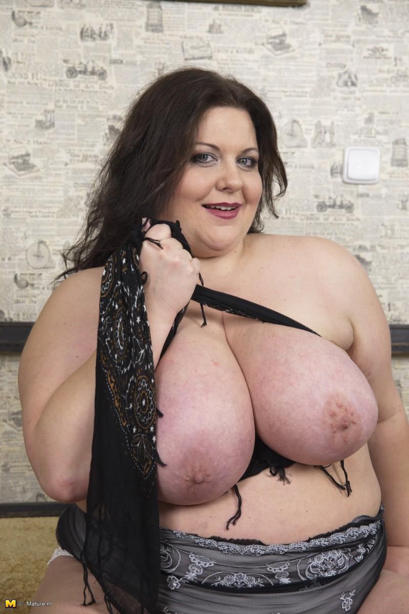 Огромные сисяндры пухлой мадам