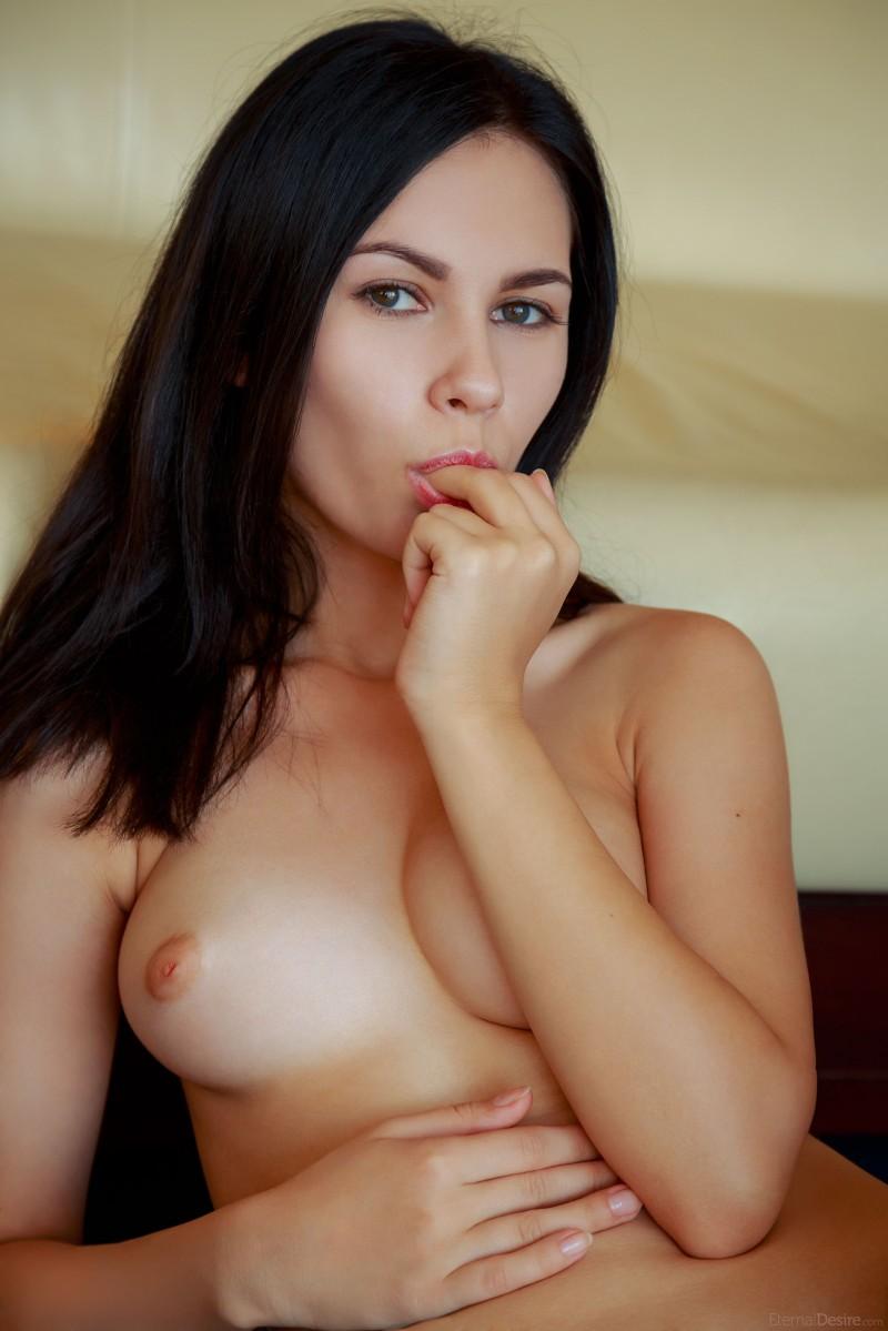 Русская девка без одежды