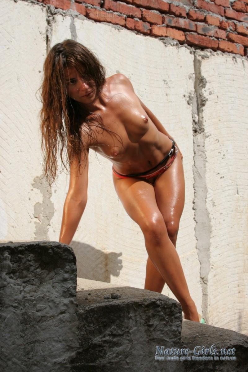 Жаркие дни - голые девки!