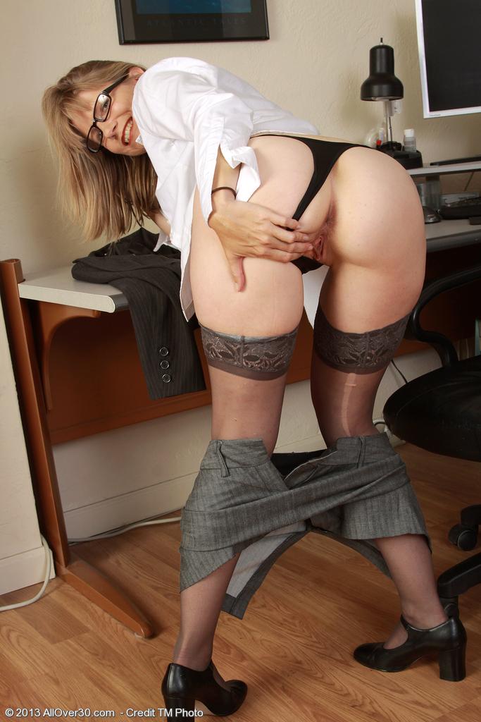 Лекси отжигает в офисе