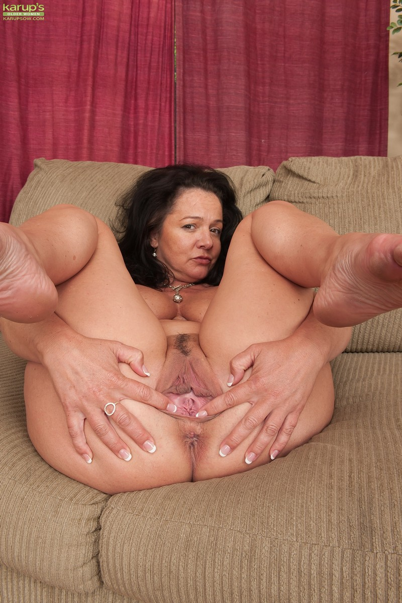 Голая тетя с сексапильными пяточками