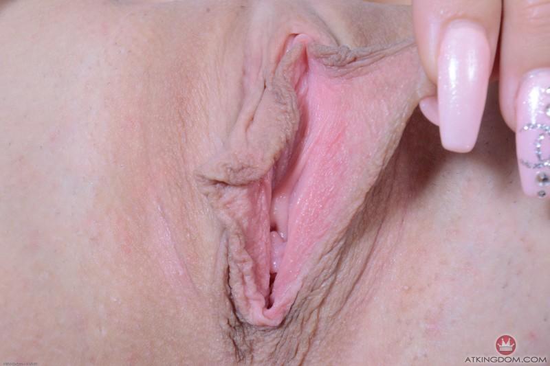 Зрелая вагина с большими половыми губами