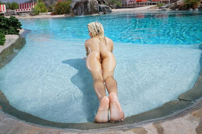 Фото голой женской попки