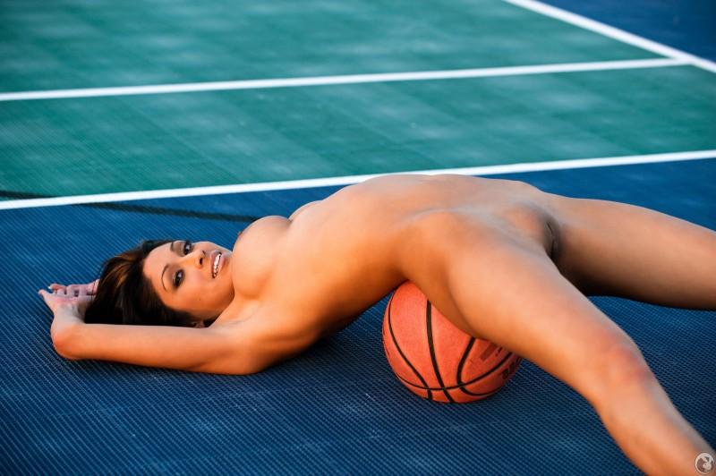 Баскетбольная обнаженка