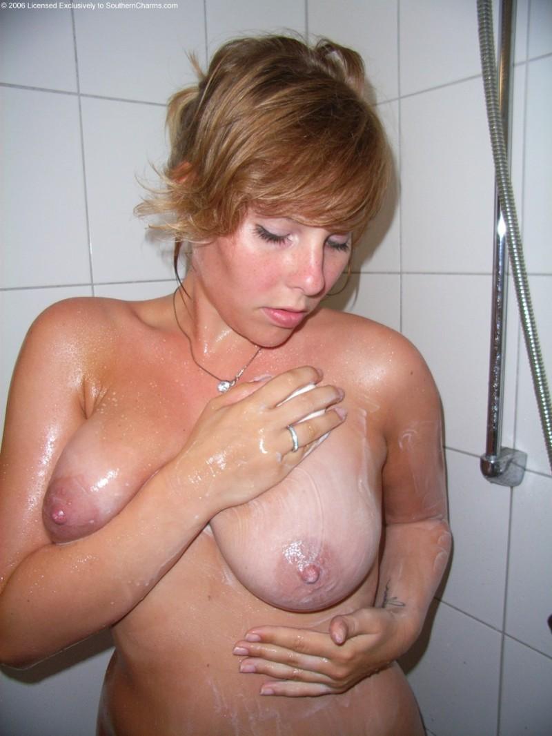 Голая мокрая задница