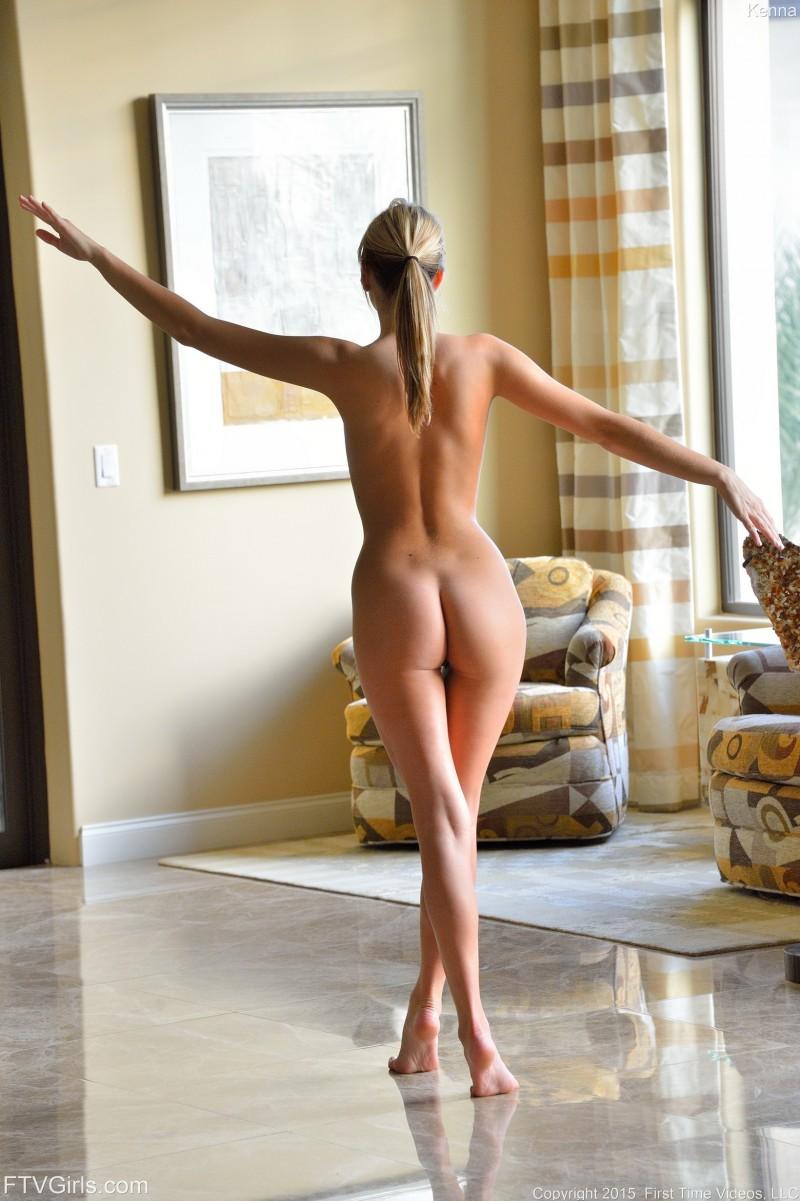 Голая балерина