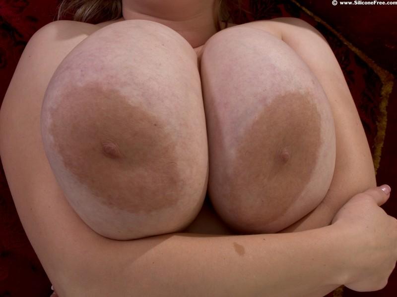 Гигантские титьки с большими сосками
