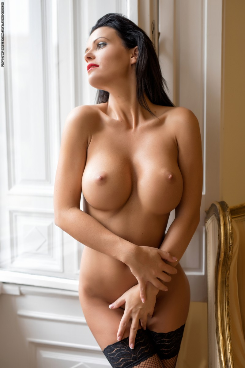 Секс бомба без одежды