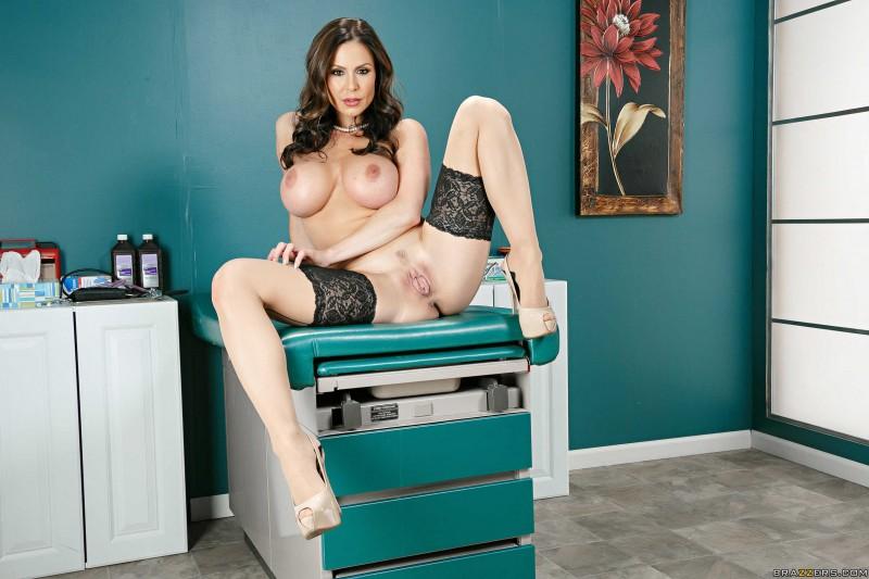 Медсестра в кабинете гинеколога