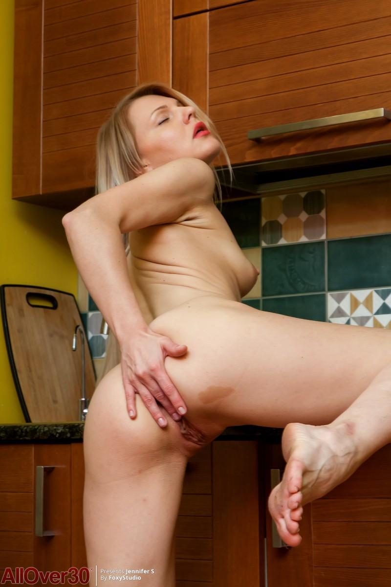 Жена готова трахаться на кухне