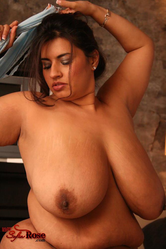 Секс-бомба и ее необъятные груди